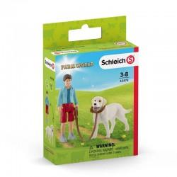 Schleich® 42478 Paseo con Labrador Retriever